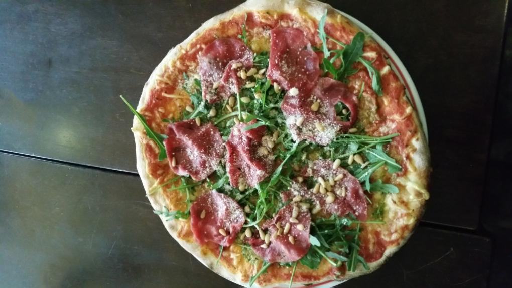"""""""Pizza's vanaf €6,50 en Pasta's vanaf €8,50"""""""
